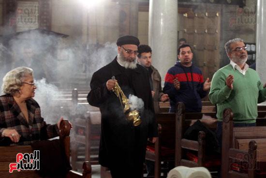 الصلاه فى الكنيسة البطرسية (2)