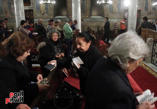 الصلاه فى الكنيسة البطرسية (20)