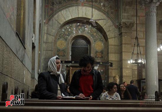 الصلاه فى الكنيسة البطرسية (17)
