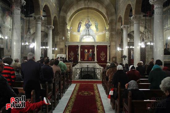 الصلاه فى الكنيسة البطرسية (27)