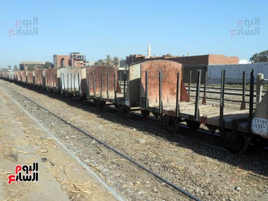 قطارات القصب خالية من المحصول بعد رفض المزارعين توريده