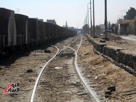 قطارات القصب قبل تشغيل المصنع