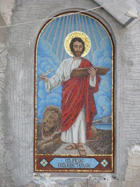 ايقونات قبطية داخل الكنيسة