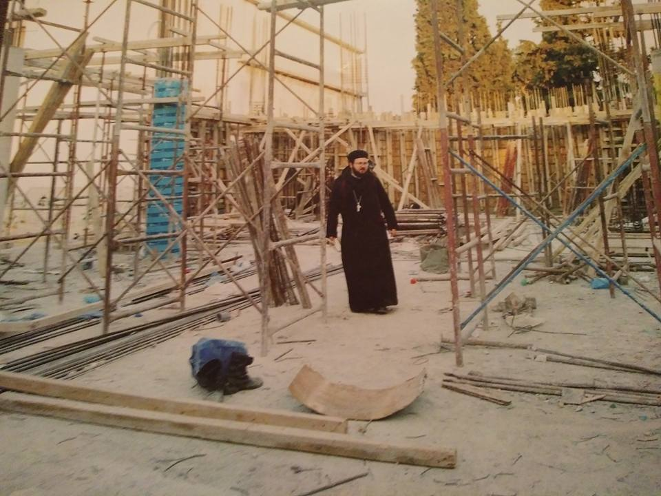 أثناء العمل بإنشاء الكنيسة المصرية باليونان
