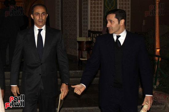 جمال وعلاء مبارك فى عزاء زوجة محمد صبحى (2)