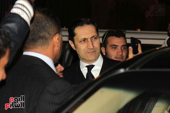 جمال وعلاء مبارك فى عزاء زوجة محمد صبحى (1)