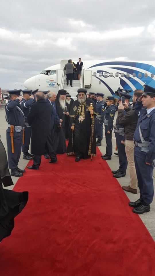 استقبال رسمى للبابا فى المطار