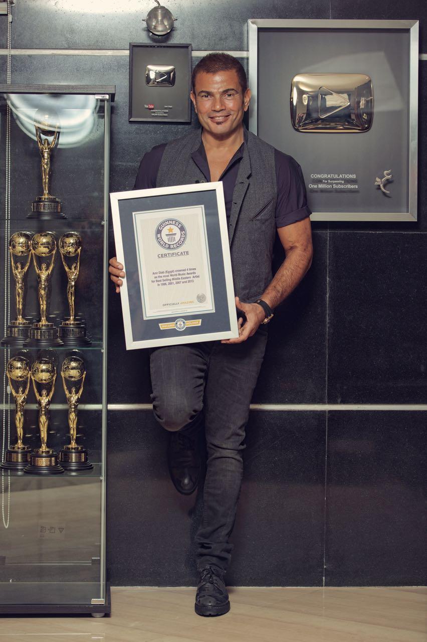 عمرو دياب أول مطرب مصرى يدخل موسوعة جينيس.. الميجا ستار يحقق أكبر عدد من  الجوائز العالمية وألبوماته الأكثر مبيعا فى الشرق الأوسط.