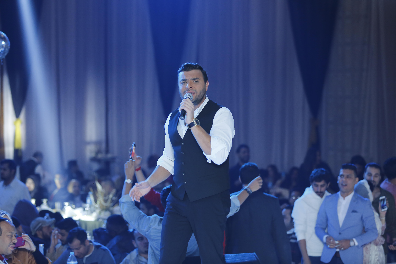 رامى صبرى يغنى اغانيه الشهيره فى حفل العام الجديد