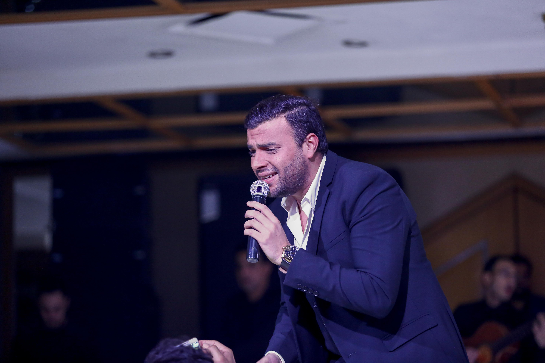 رامى صبرى يغنى مع الجمهور