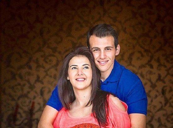 دنيا وزوجها