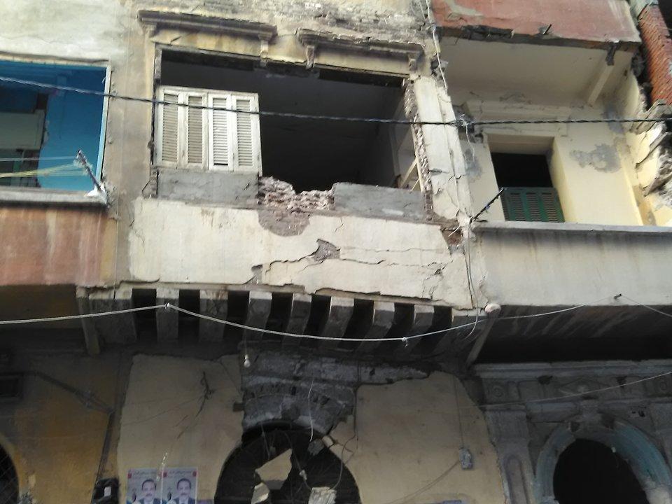 عقار متهالك بحى الجمرك فى الإسكندرية يثير مخاوف الأهالى