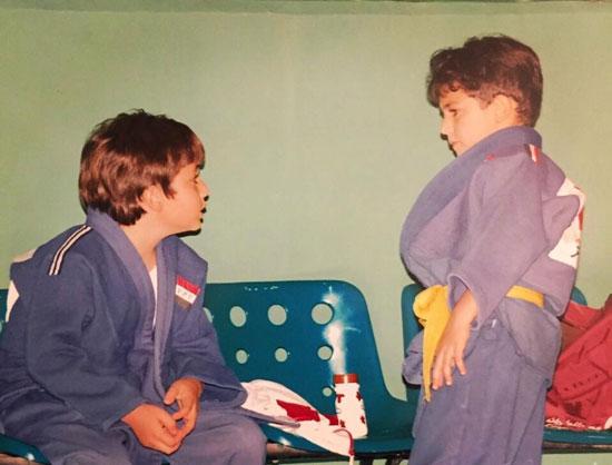 عمر مع شقيقه الراحل محمد