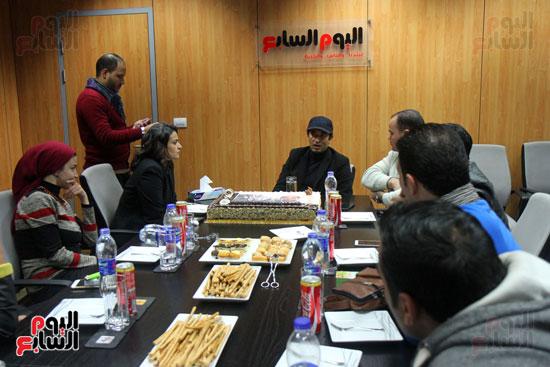عمرو سعد فى ندوة اليوم السابع بحضور الناقدة علا الشافعى وزملاء قسم الفن