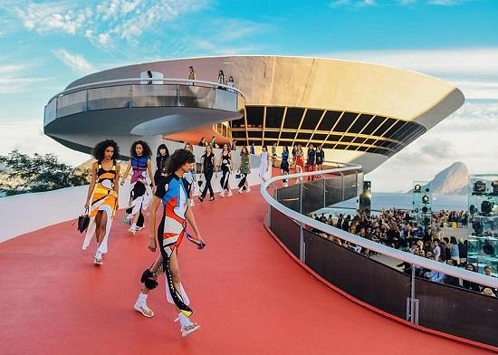 احدى عروض Louis Vuitton (3)