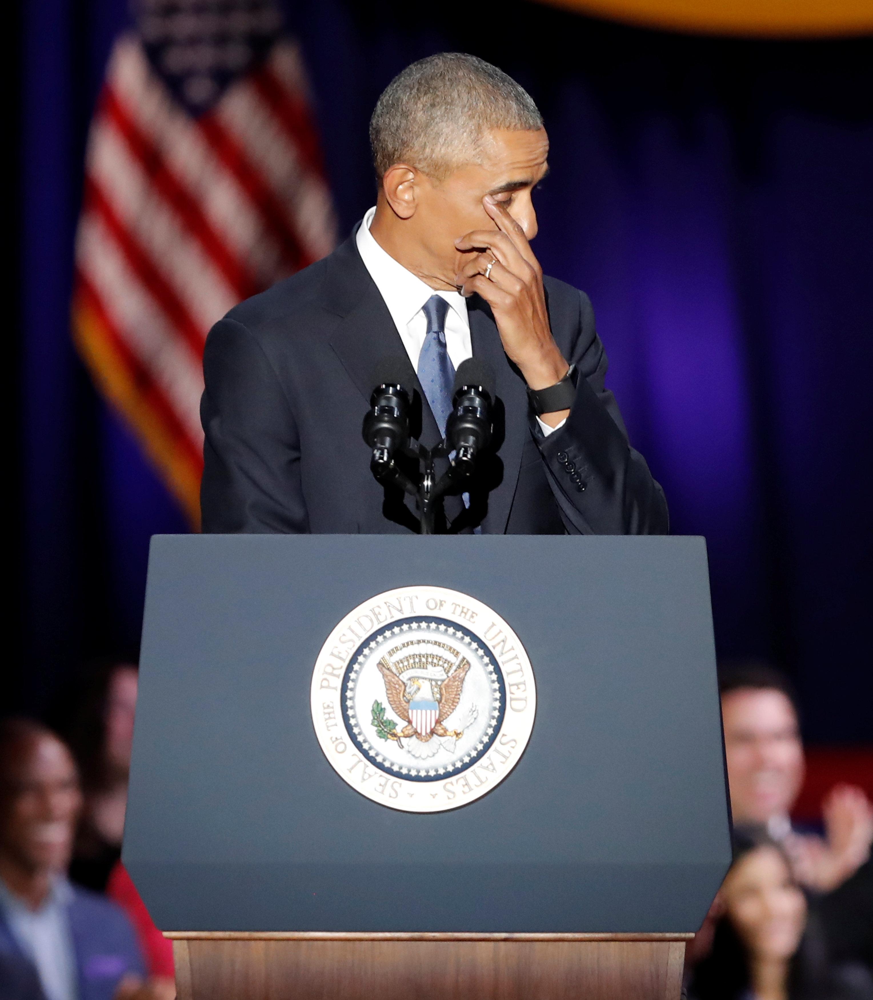 لحظة بكاء أوباما