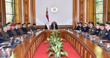 الرئيس السيسي يجتمع بوزيرى الدفاع والداخلية