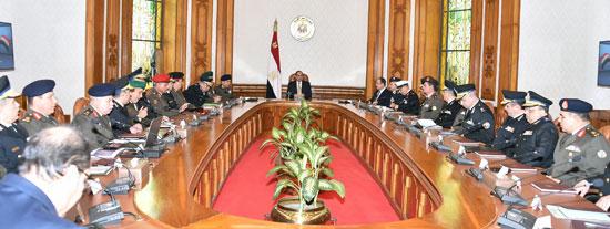 السيسي يرأس اجتماعا أمنيا بحضور وزيرى الدفاع والداخلية (4)