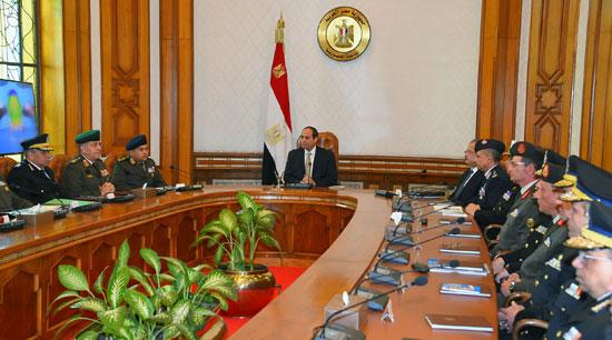 السيسي يرأس اجتماعا أمنيا بحضور وزيرى الدفاع والداخلية (3)