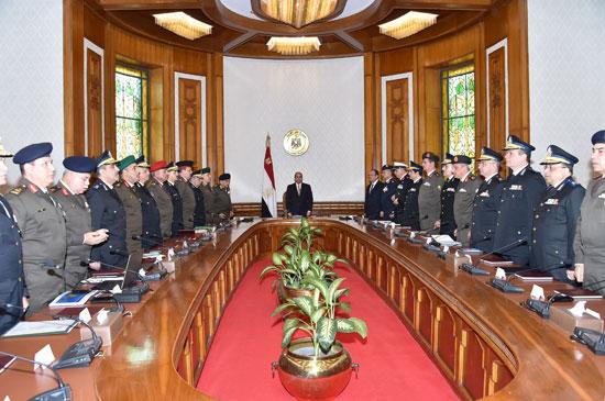 السيسي يرأس اجتماعا أمنيا بحضور وزيرى الدفاع والداخلية (1)