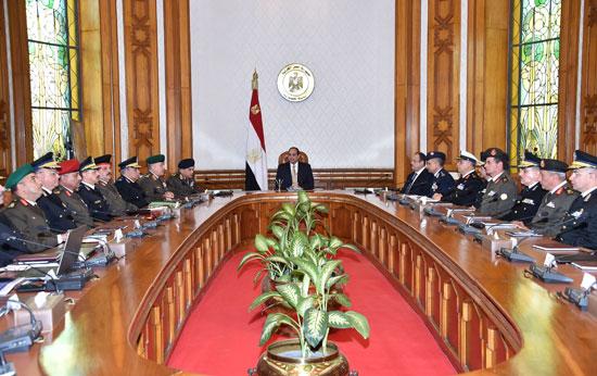 السيسي يرأس اجتماعا أمنيا بحضور وزيرى الدفاع والداخلية (2)