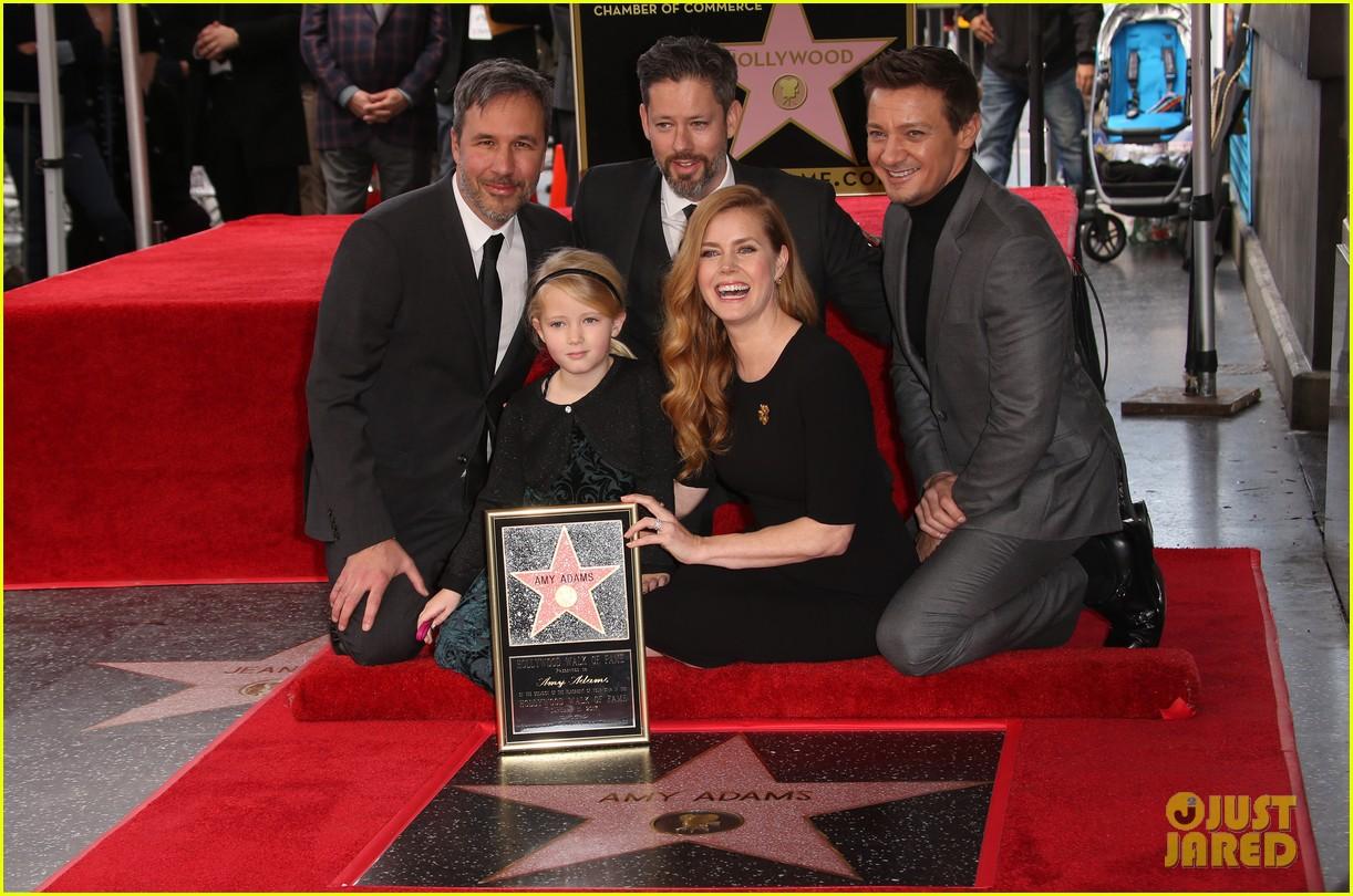إيمي مع أبنتها  وزوجها