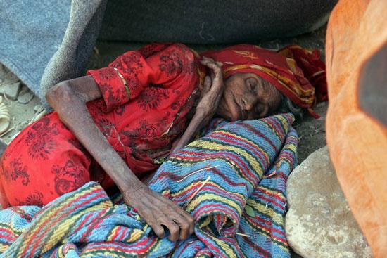 المجاعة والفقر تضربان أهالى تعز