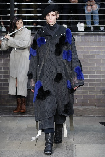 تصميمات الدار التي ابهرت عشاق  تقاليع الموضة  (2)