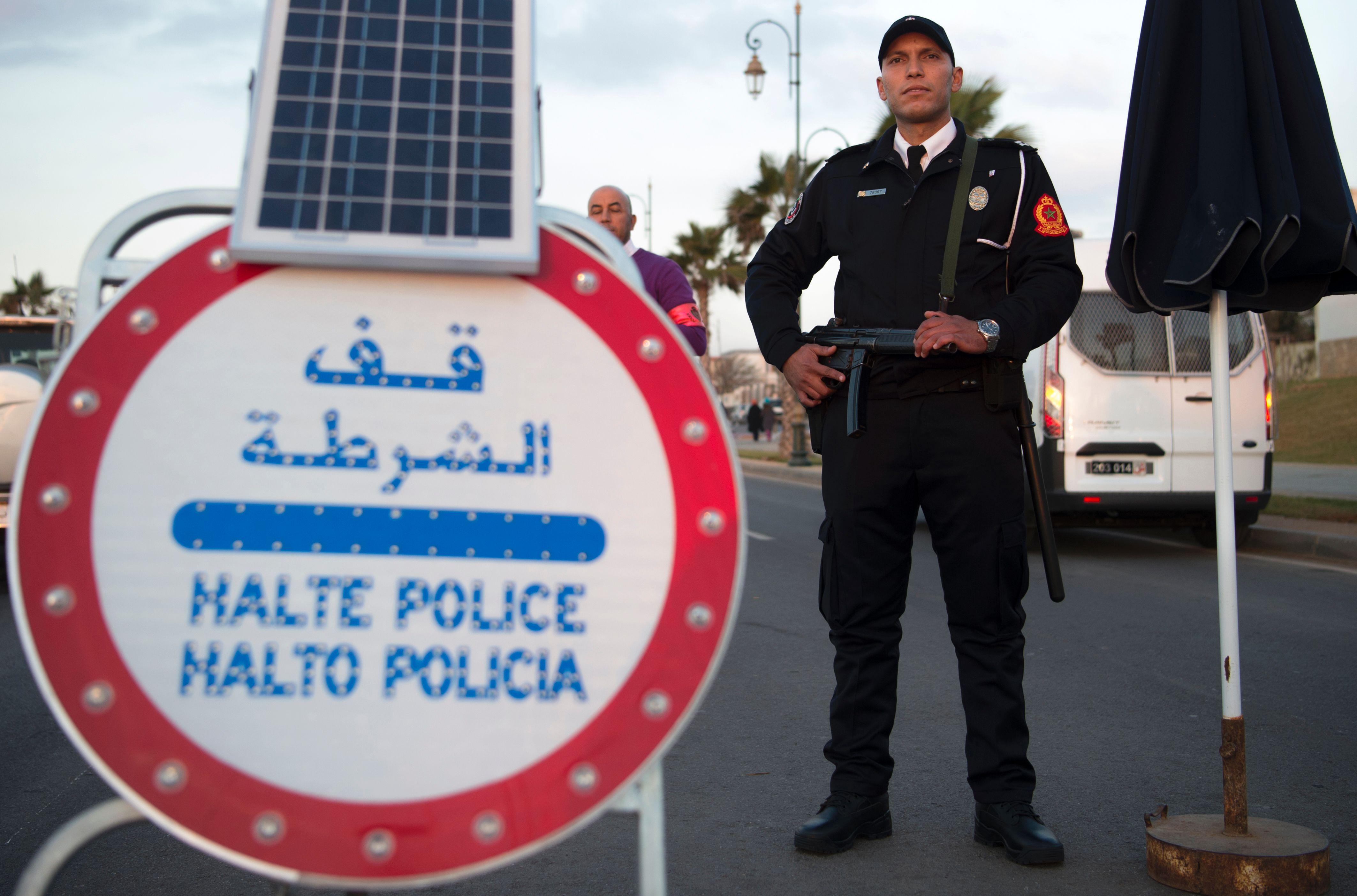 tout sur la police - Page 10 844770-شرطى-مغربى