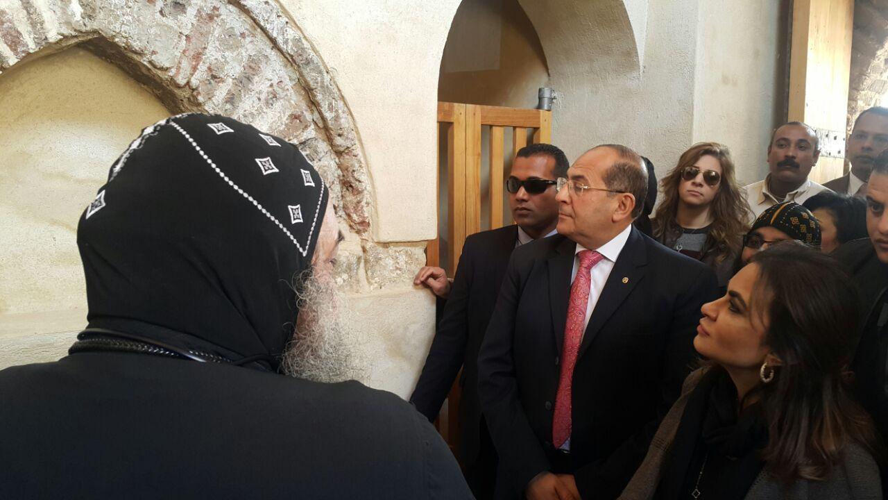 وزيرة التعاون الدولى فى زيارة للدير الاحمر بسوهاج (3)