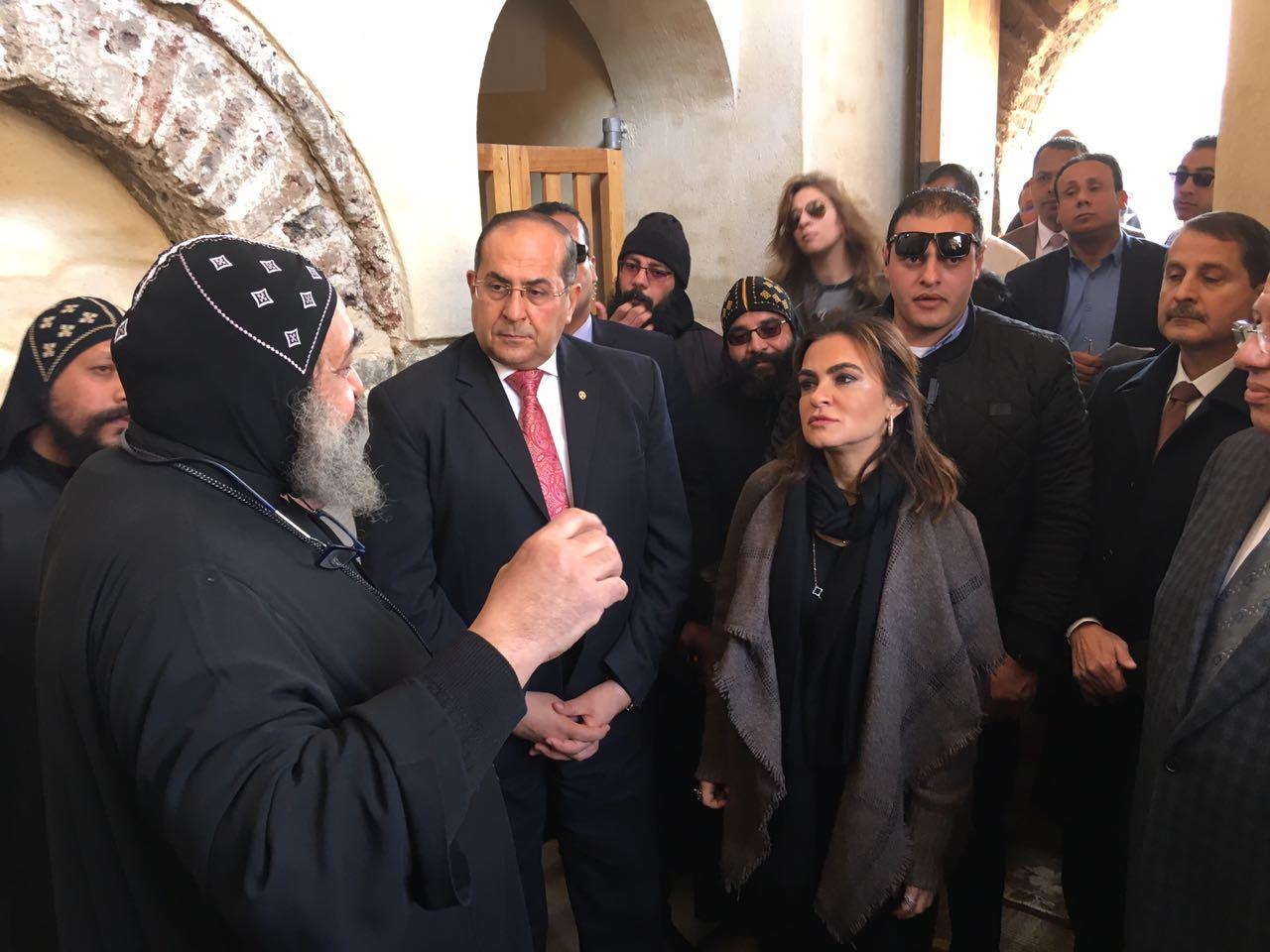 وزيرة التعاون الدولى فى زيارة للدير الاحمر بسوهاج (8)