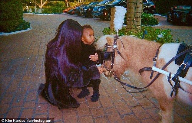 كيم كاردشيان بصحبة ابنها