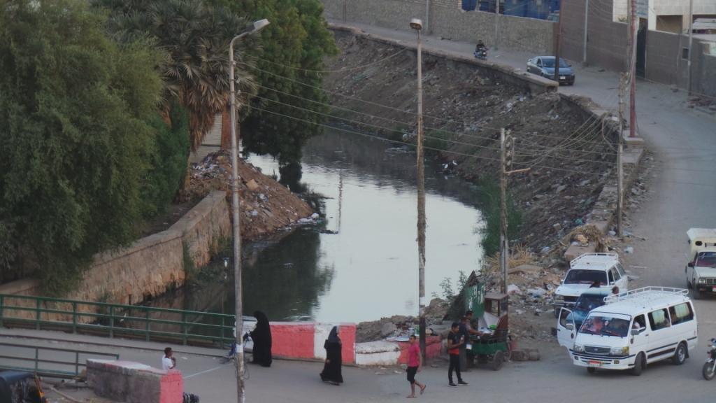 مصرف السيل يحمل مياه الصرف الصحى التى تصب فى النيل