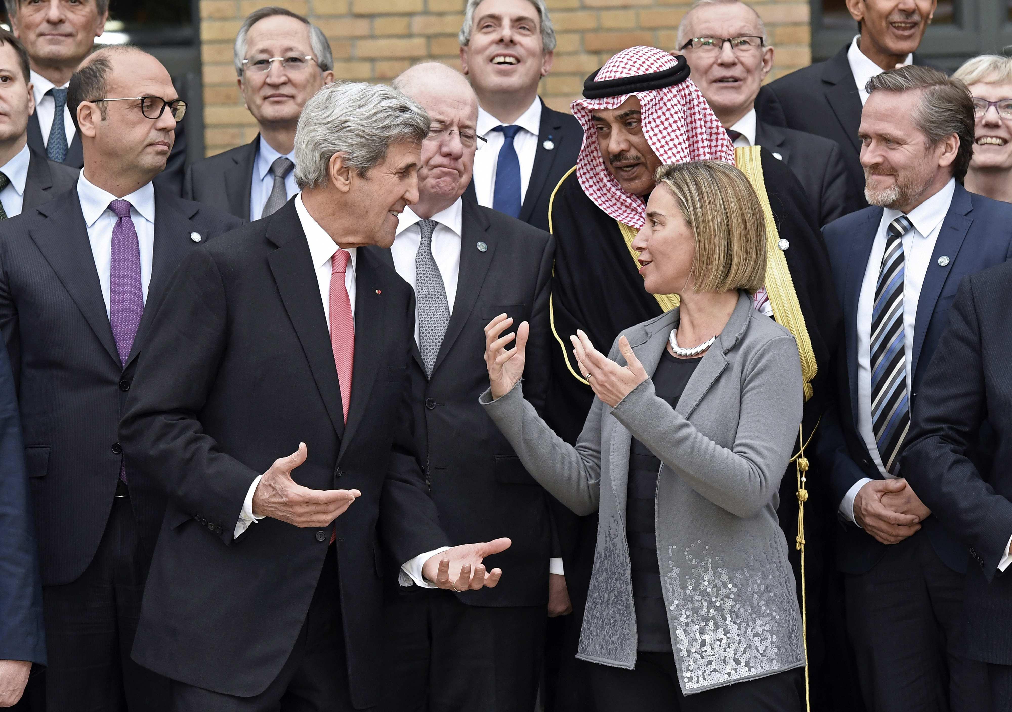 حديث بين وزير الخارجية الامريكى جون كيري وفيديريكا موجيريني