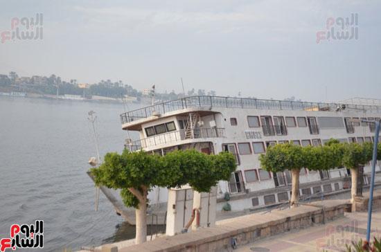 المركب الغارقة تشوه المشهد الجمالى لكورنيش النيل بالأقصر