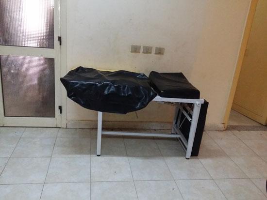 سرير معطل داخل وحدة صحية