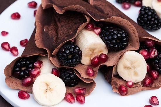 طريقة عمل كريب الشوكولاتة بالفاكهة3