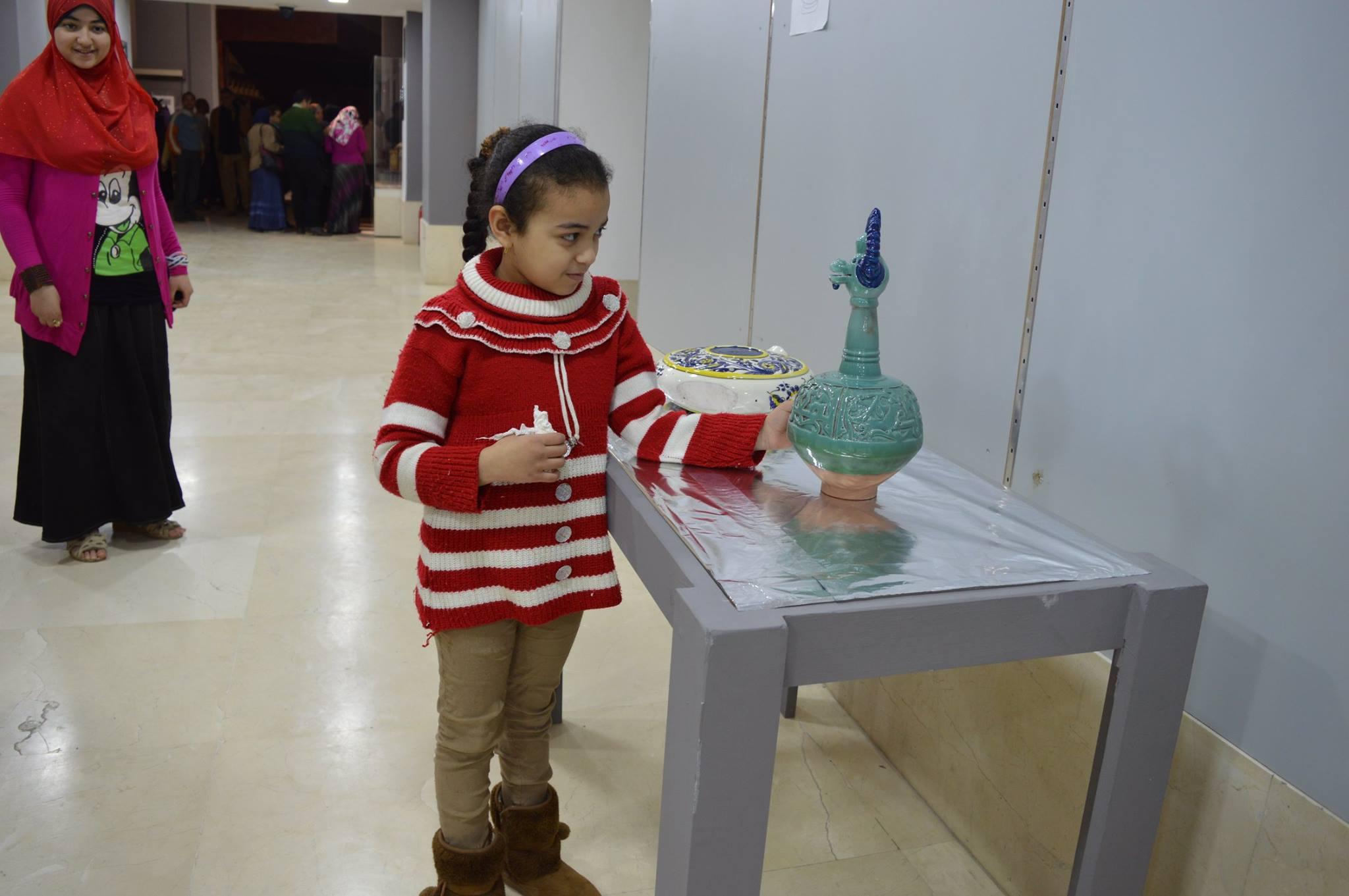 طفلة بمتحف الفن الإسلامى