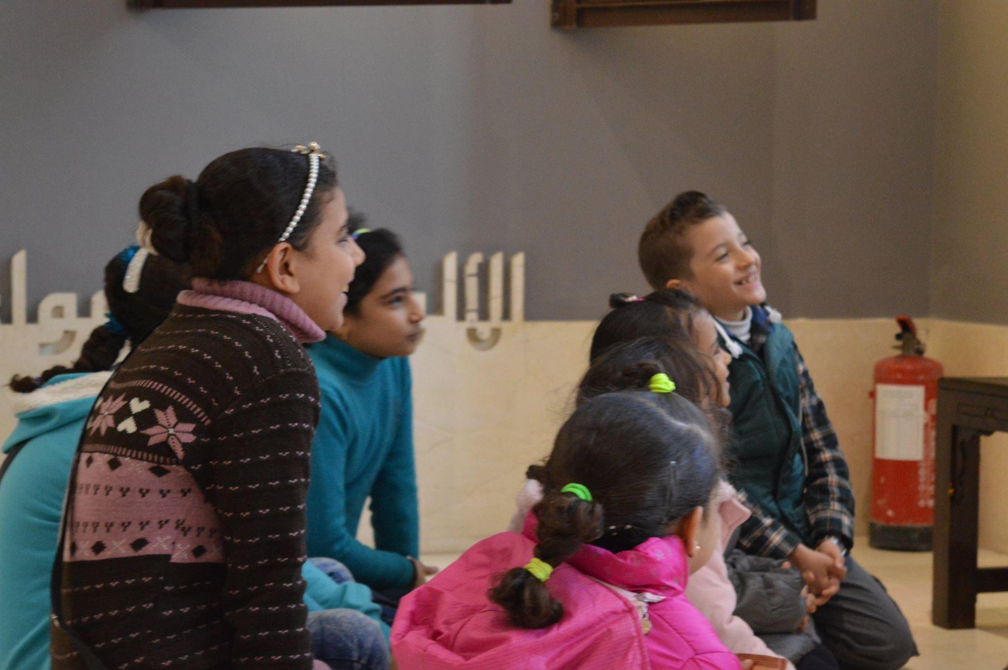 الأطفال سعداء بورش الحكى فى متحف الفن الإسلامى
