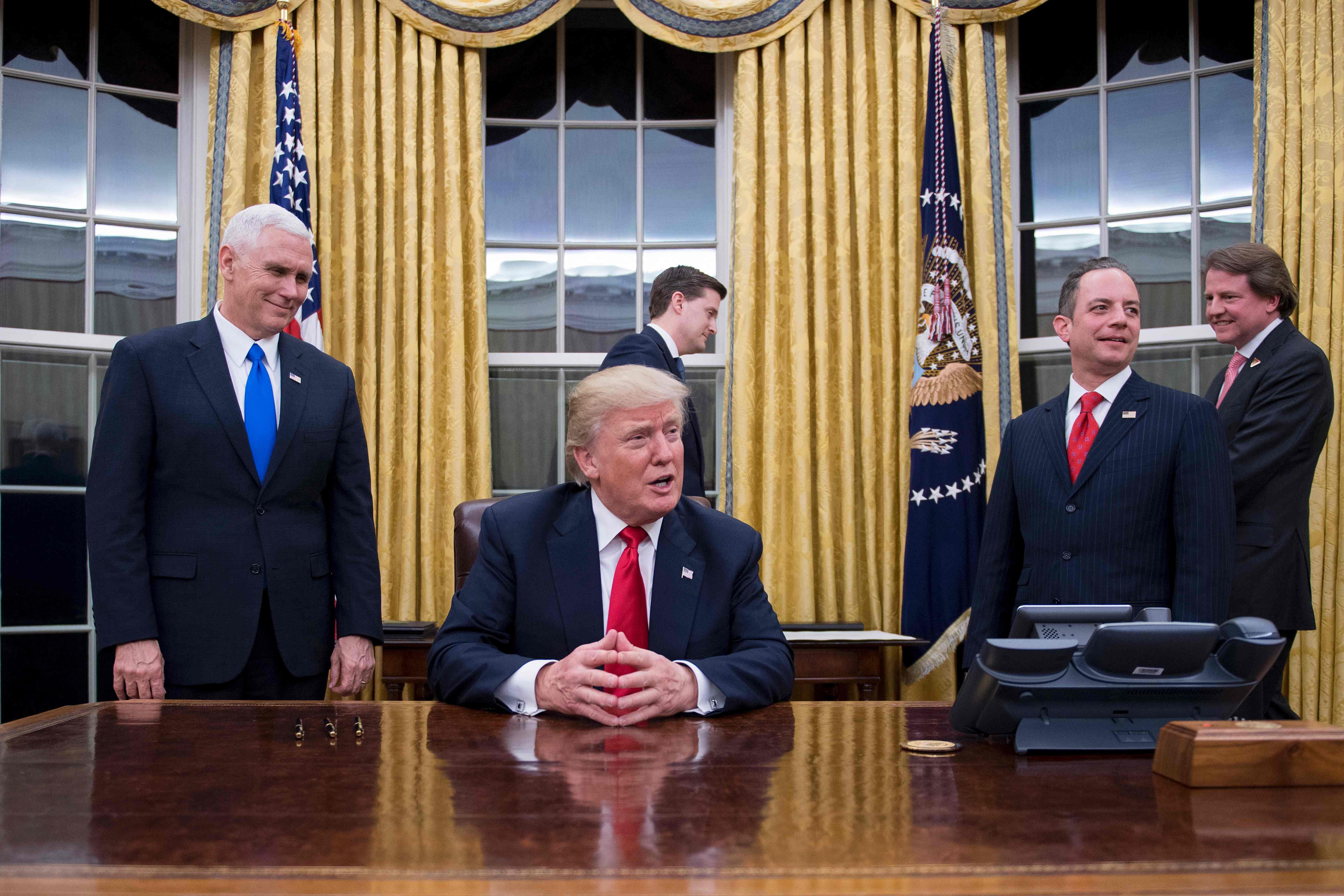 ترامب يتحدث للصحفيين قبل اعتماد تعيين جيمس ماتيس وزيرا للدفاع