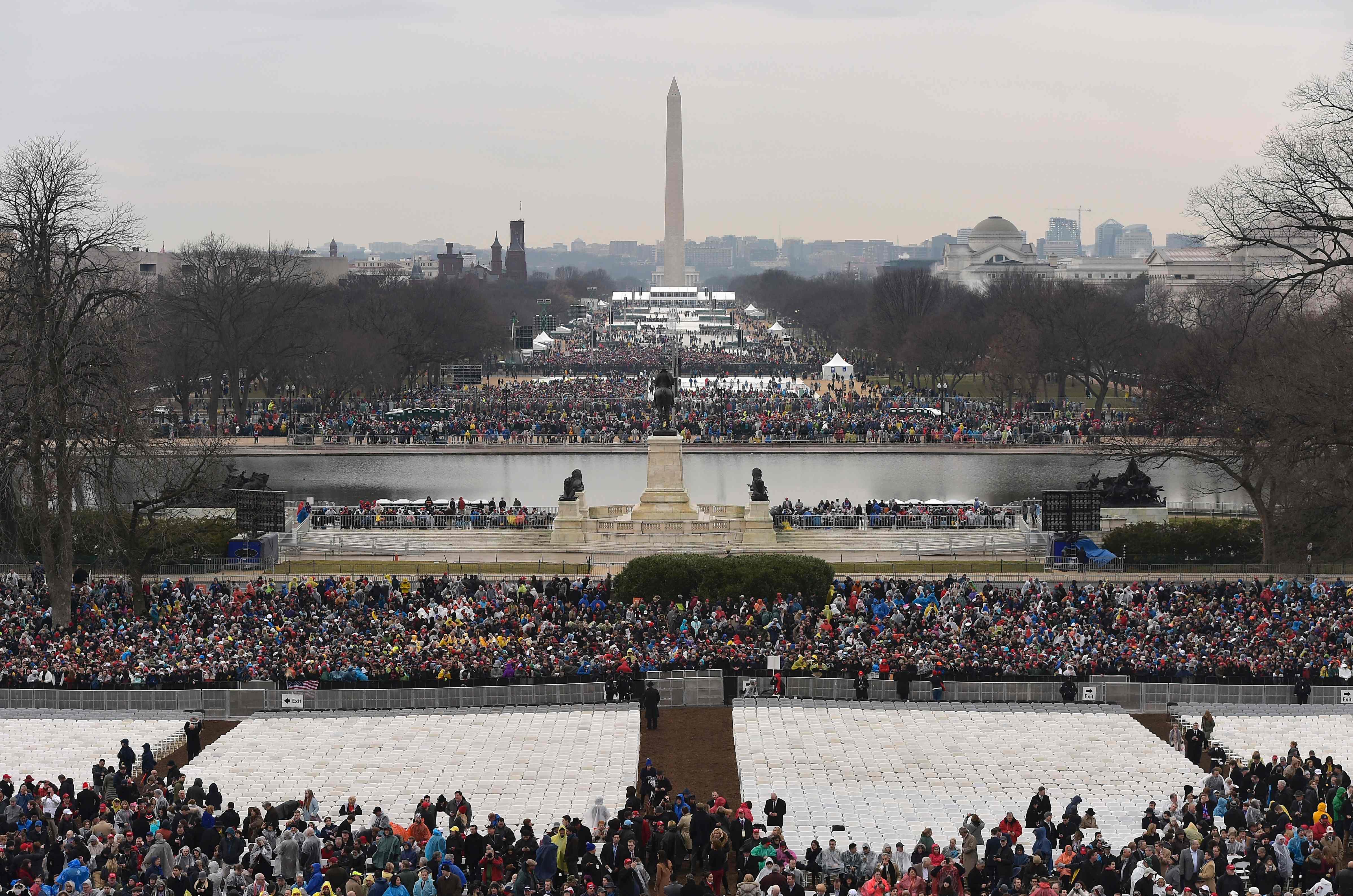واشنطن تتابع مراسم التنصيب بحشود هائلة