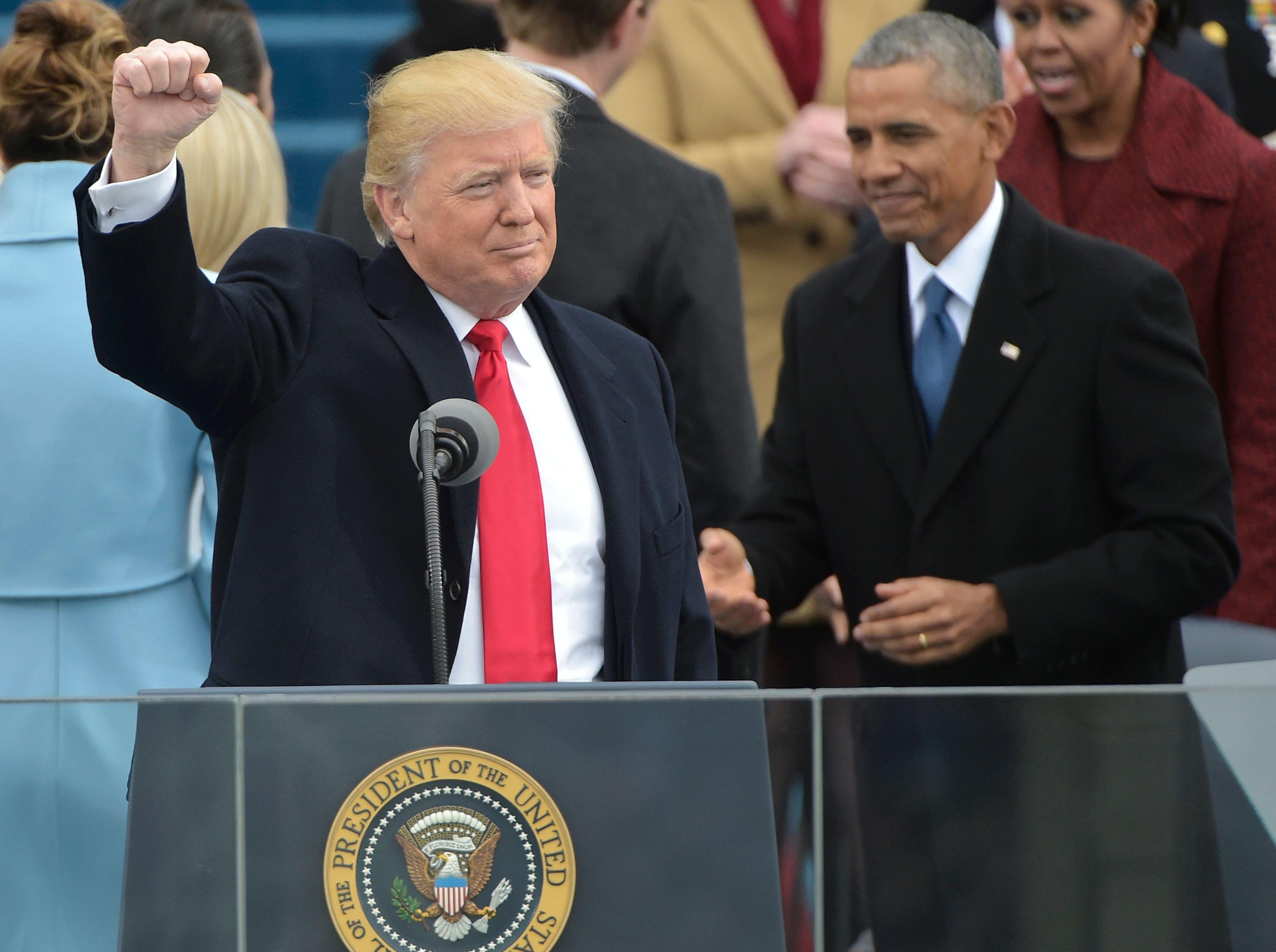 ترامب يحيى الحضور فى قاعة الكابيتول