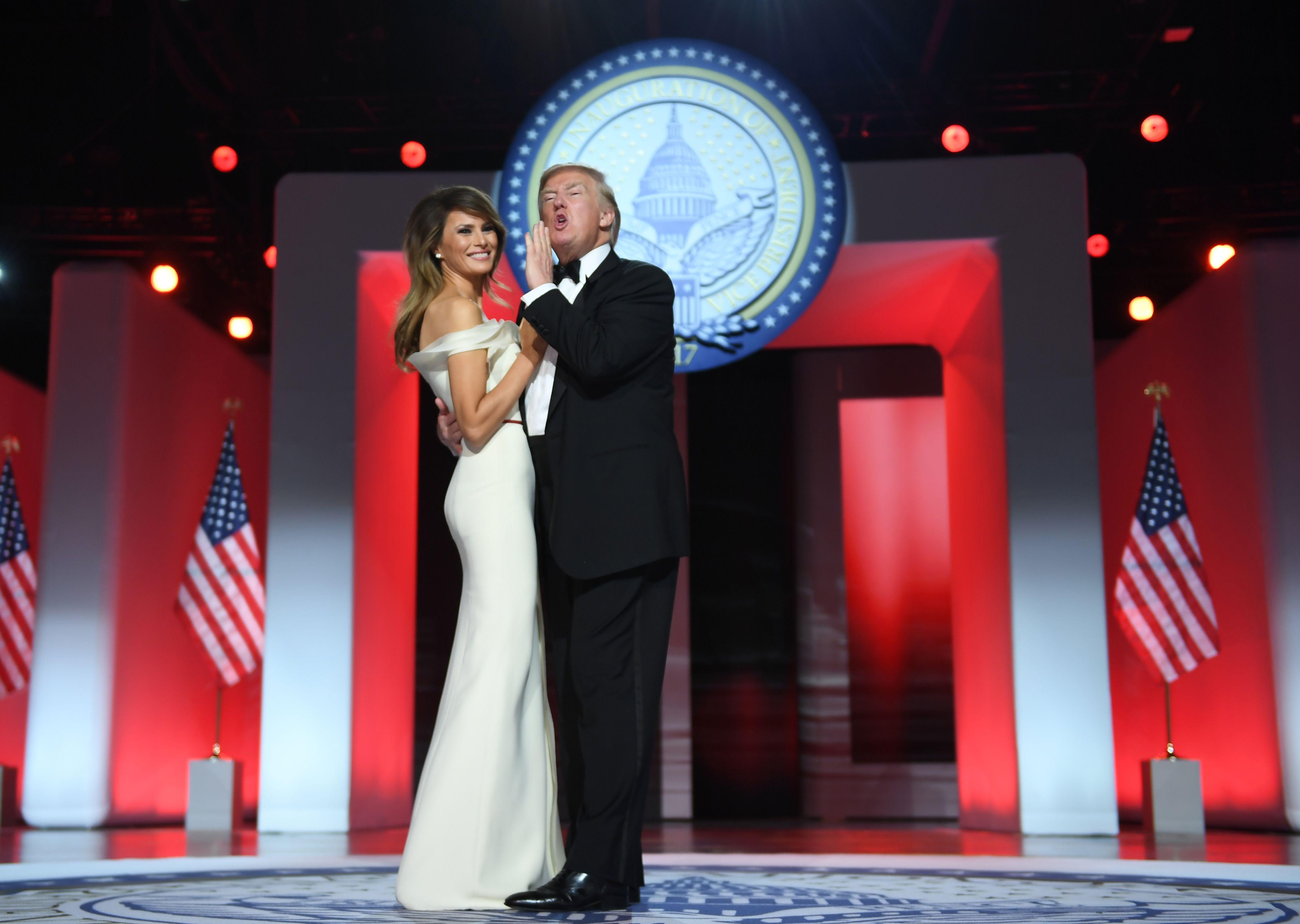 ترامب وميلانيا فى الرقصة الأولى