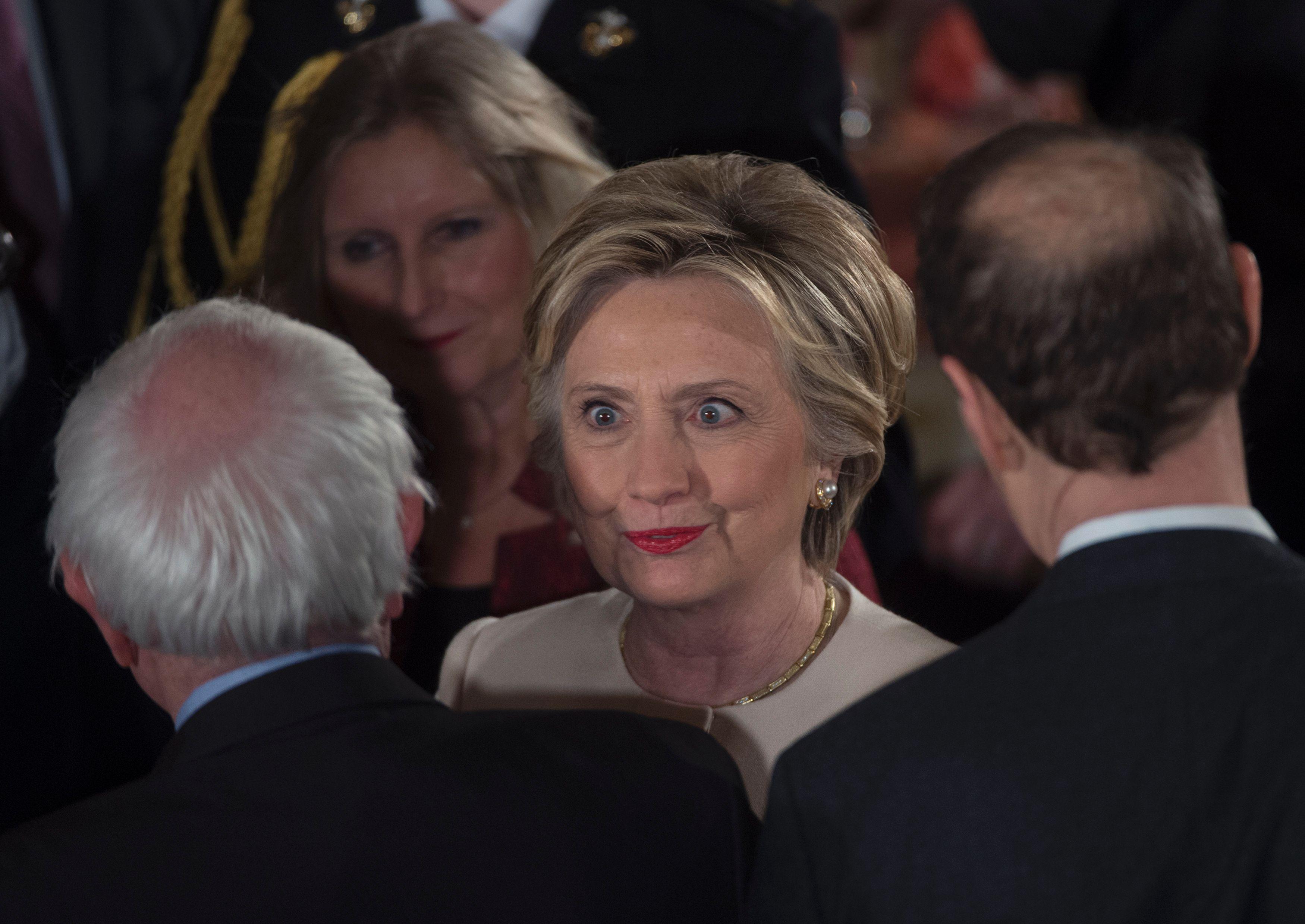 زهول ينتاب هيلارى كلينتون فى حفل التنصيب