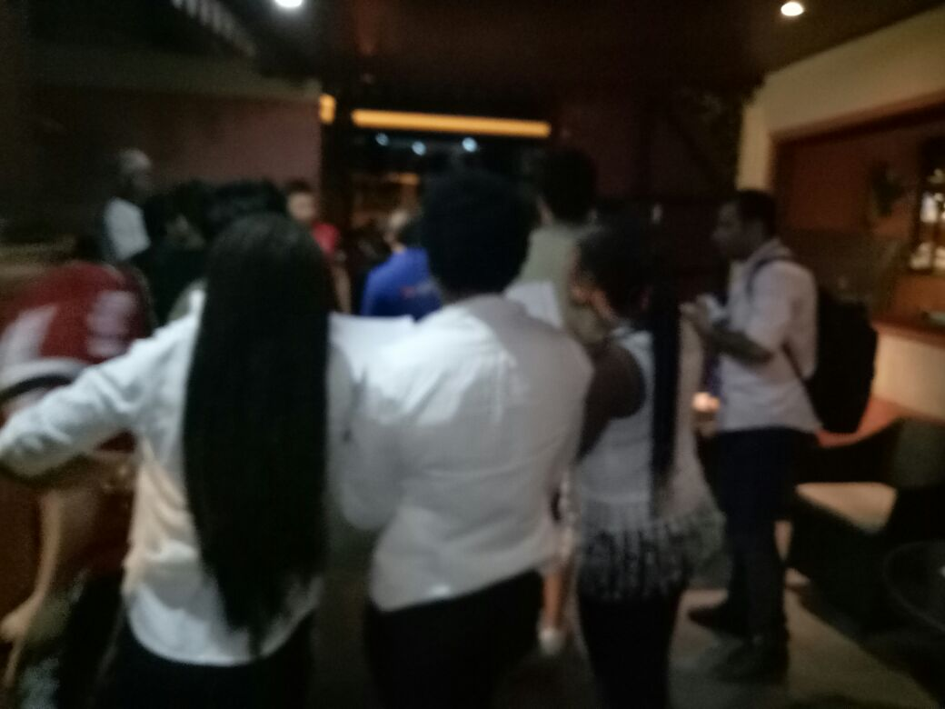 عاملات الفندق ترقصن مع لاعبي المنتخب1