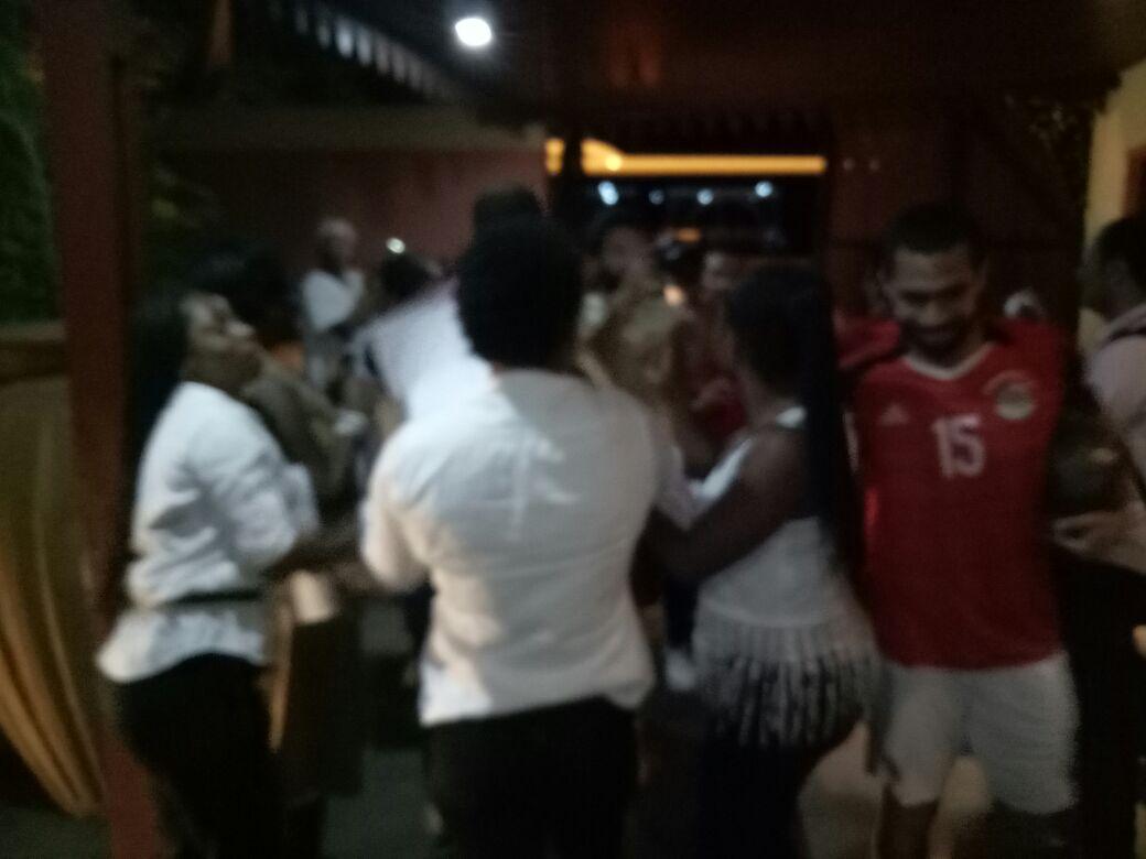 عاملات الفندق ترقصن مع لاعبي المنتخب