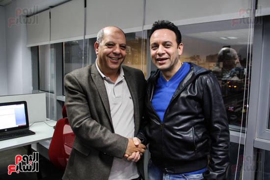 مصطفى قمر مع الكاتب الصحفى سعيد الشحات