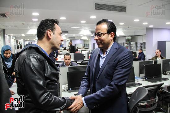 مصطفى قمر مع رئيس التحرير التنفيذى دندراوى الهوارى