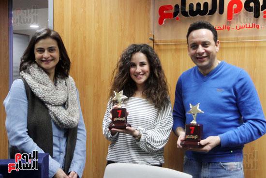 مصطفى قمر وشيرى عادل يحملان درع اليوم السابع