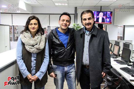 مصطفى قمر مع الزميلة علا الشافعى والزميل عصام شلتوت